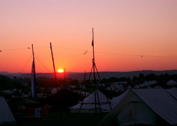 Der Sonnenaufgang läutet den Tag ein